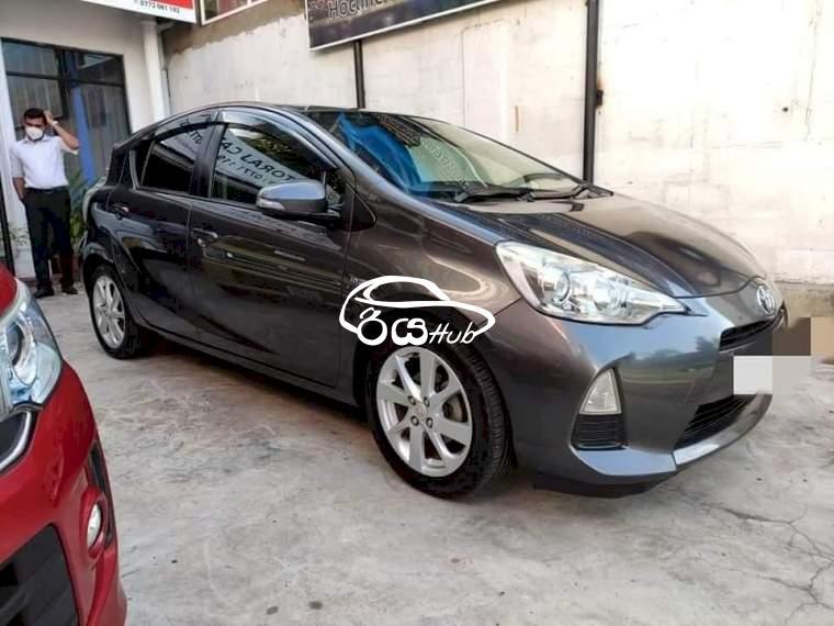 Toyota Aqua 2012 Car, riyahub.lk