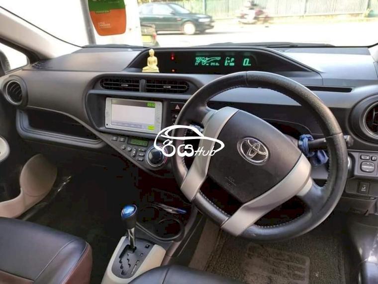 Toyota Aqua G Grade 2012 Car, riyahub.lk