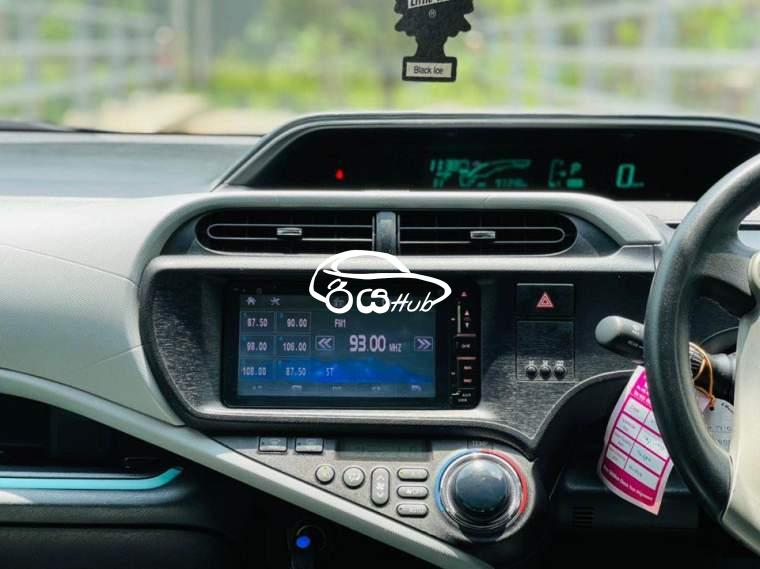 Toyota Aqua S Limited 2012 Car, riyahub.lk