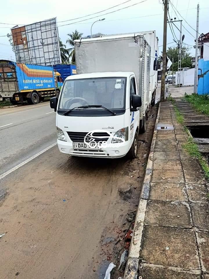 Tata Lokka 2016 Lorry, riyahub.lk