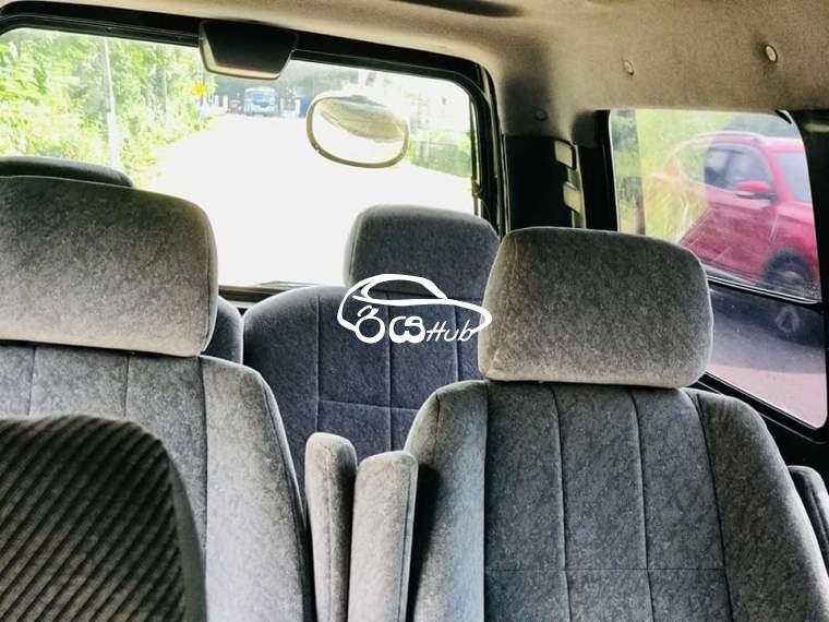 Toyota Noah CR 2002 Van, riyahub.lk