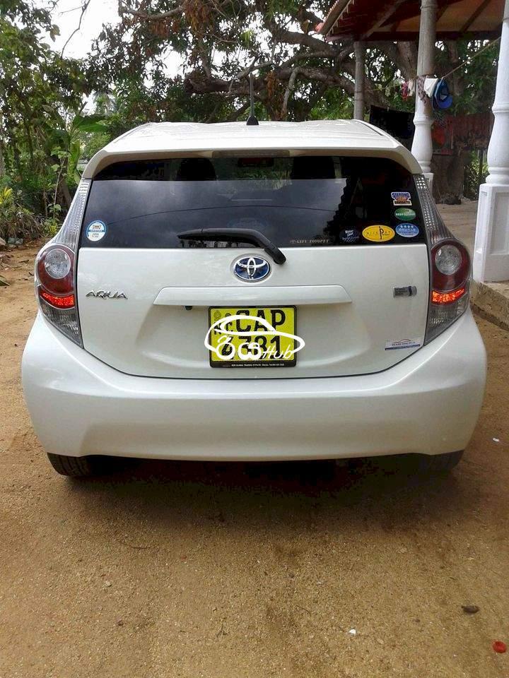 Toyota Aqua 2016 Car, riyahub.lk