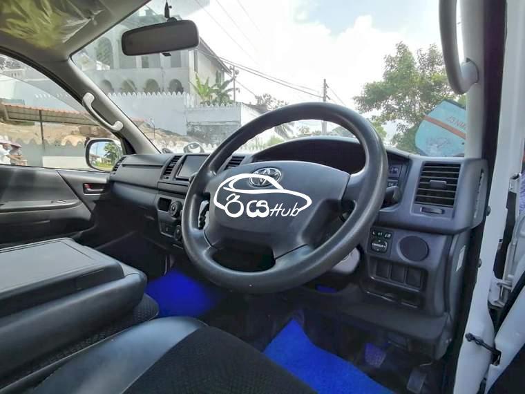 Toyota KDH 2014 Van, riyahub.lk