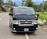 Toyota TRH Super GL 2016 Van - Riyahub.lk